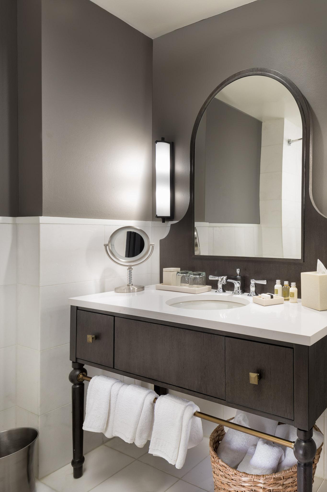 Guestroom Bathroom1