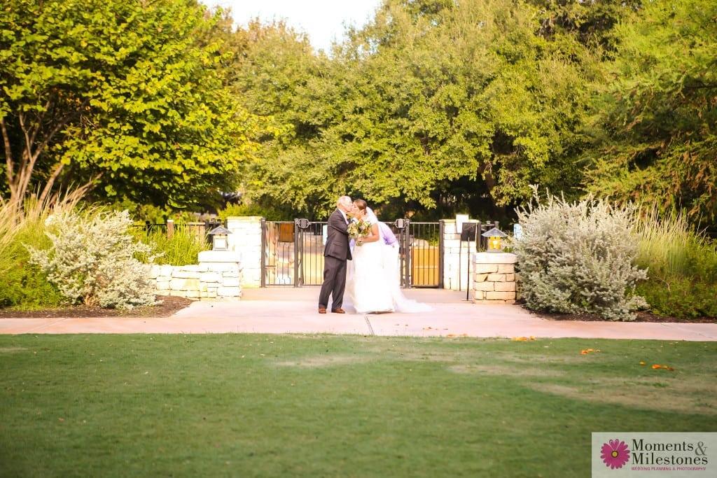 Contemporary Hyatt Hill Country Wedding